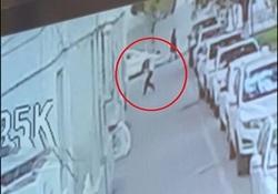 لحظه عجیب زنده ماندن دختر دو ساله از سقوط هولناک + فیلم