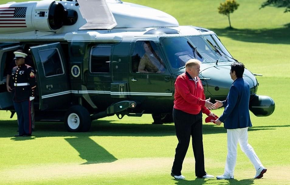 سلفی ترامپ و نخستوزیر ژاپن در زمین گلف + عکس