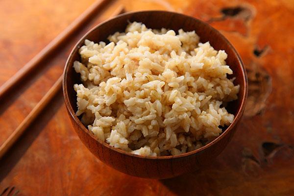 برنج خوشطعمی که وزن شما را کم میکند/ آثار سوء سیگار کشیدن والدین بر روان نوزادان/ شوره و ریزش موها را با زنجبیل رفع کنید/ رفع رفلاکس معده با سس خردل