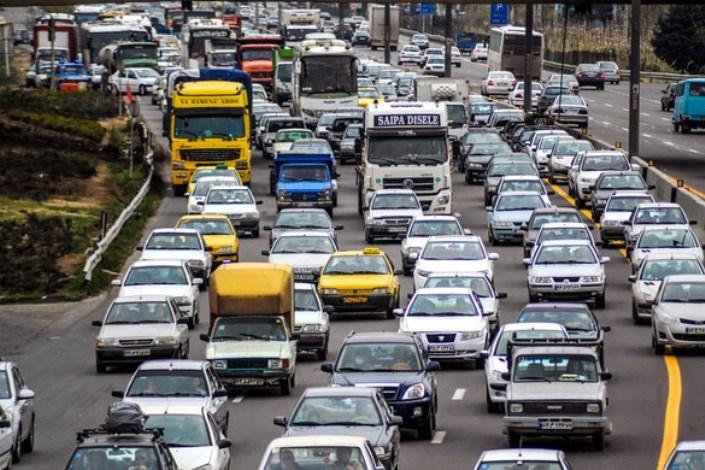 ترافیک سنگین در آزادراههای قزوین-کرج-تهران/ بارش پراکنده باران و مه گرفتگی در محور چالوس و هراز