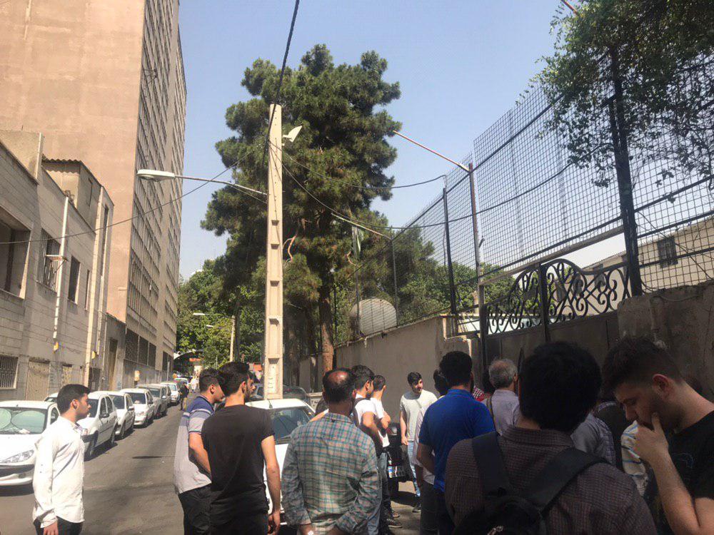 چشم طمع بنیاد شهید به مدارس پایتخت/ اعتراض دانش آموزانی مدرسه پلمپ شده شهدای هستهای به ماجرای پلمپ
