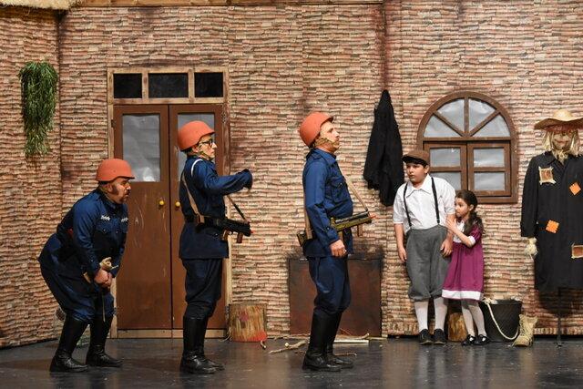 عمو فیتیلهایها روی صحنه تئاتر میروند