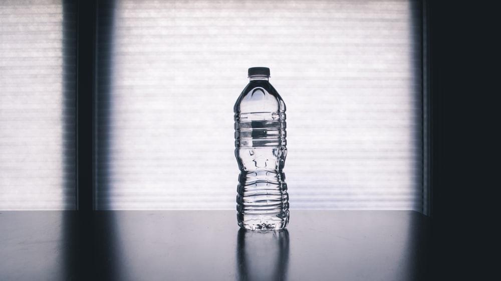 دلایلی که نباید از بطریهای پلاستیکی آب استفاده کرد
