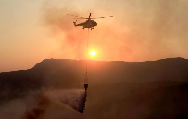 تصاویر روز: از وقوع انفجار در یک مرکز خرید در آمریکا تا تلاش برای مهار آتش سوزی در یونان
