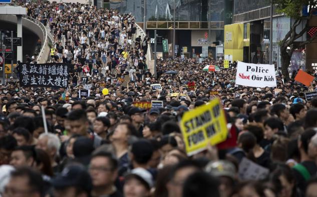 تصاویر روز: از بازداشت فعالان محیط زیست در سوئیس تا ادای احترام مردم کره شمالی به رهبران سابق این کشور