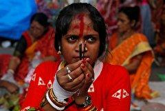 باشگاه خبرنگاران -تصاویر روز: از مراسم روزهداری زنان هندی برای حفظ خانوادهشان تا جارو زدن حیاط وزارت دادگستری برزیل