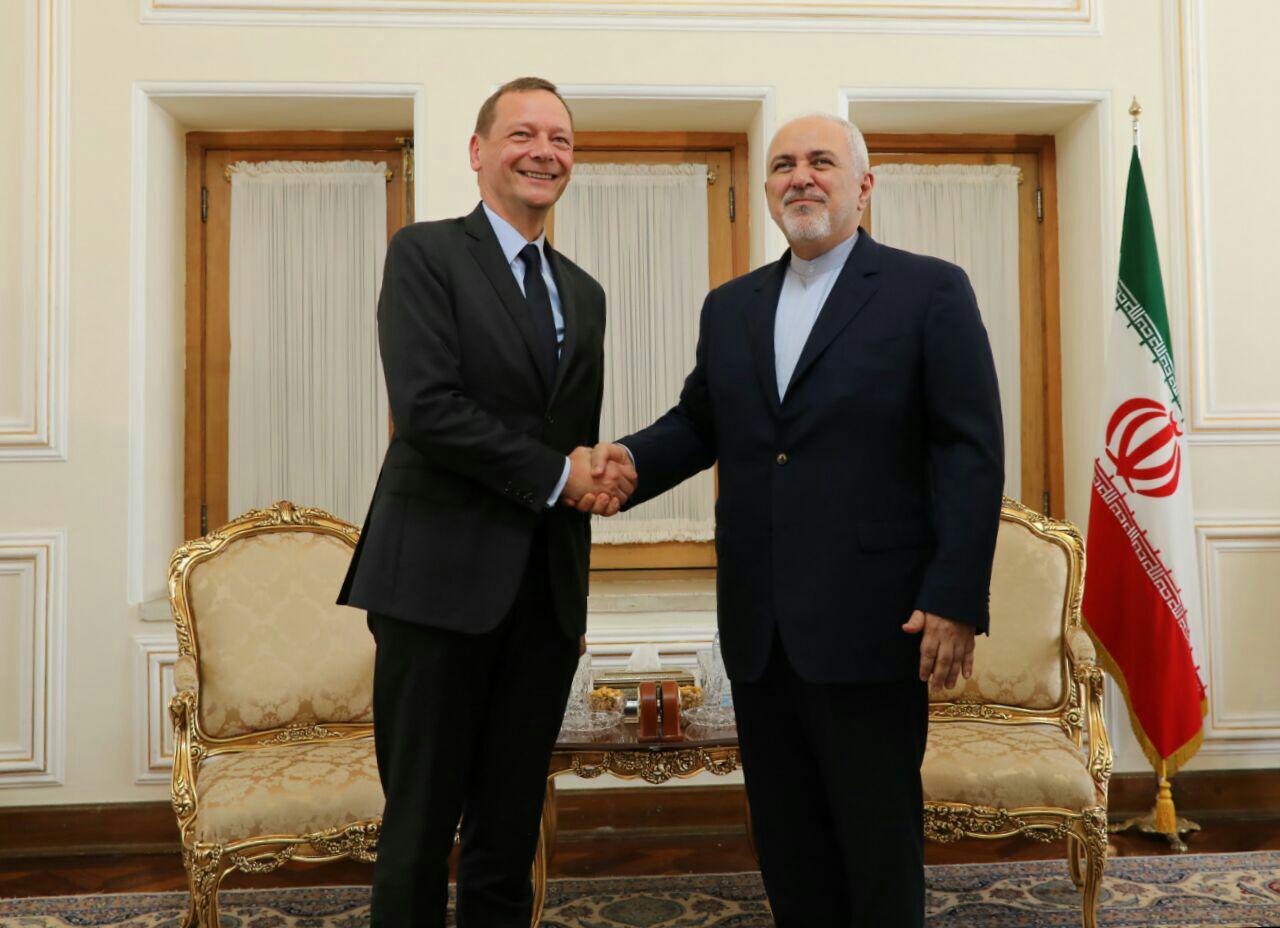 مشاور رئیس جمهور فرانسه با ظریف دیدار کرد