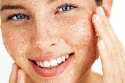 ماسک لایه بردار و روشن کننده پوست +