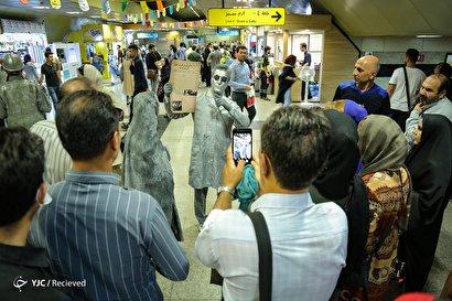 نمایش مفهومی عفاف و حجاب در مترو