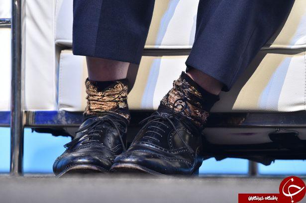 جورابهای پشت و رو آقای سیاستمدار سوژه رسانهها شد+تصاویر