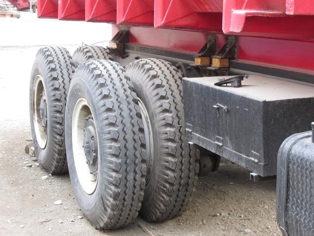 شناسایی سایز لاستیکهای کامیونداران به درستی انجام نمیشود/ دولت چندین حلقه لاستیک به کامیون داران بدهکار است