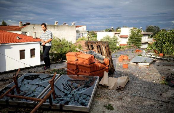 توفان شدید در یونان بیش از ۱۰۰ کشته و زخمی برجا گذاشت + تصاویر