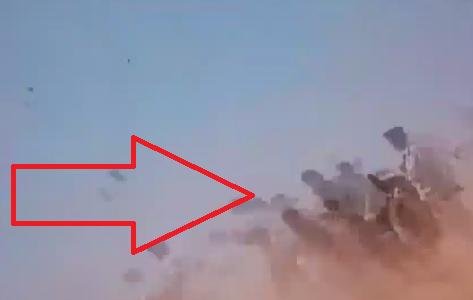 لحظه انفجار خودروی انتحاری در یک مراسم نظامی + فیلم