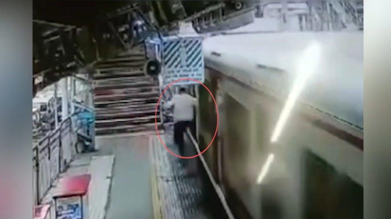 تعقیب مرگبار سارق موبایل در ایستگاه قطار! + فیلم///