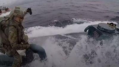 مدل جدید قاچاق مواد مخدر با زیردریایی! + فیلم