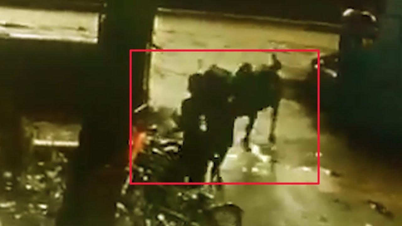 لحظه وحشتناک حمله گاو به جوان دانشجو در حیاط دانشگاه! + فیلم////