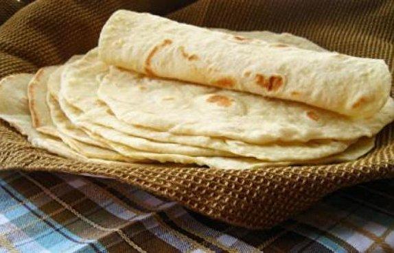 باشگاه خبرنگاران - توزیع ۱۰ هزارقرص نان گرم بین زائران رضوی در رفسنجان
