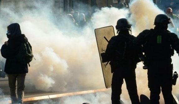 جلیقه سیاهها» معترضان جدید فرانسوی / شنبههای پاریس داغتر شد!