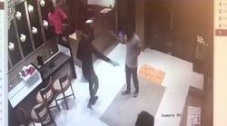 لحظه دستگیری سارق مسلح در داخل مغازه طلافروشی +فیلم
