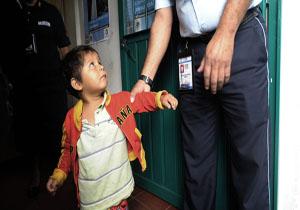 ترامپ: مراکز نگهداری از کودکان مهاجر بدون مشکل اداره میشود!