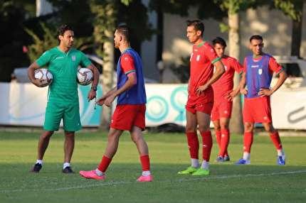 فوتبال درون تیمی یوزهای جوان/ تذکر فرهاد مجیدی به بازیکنان