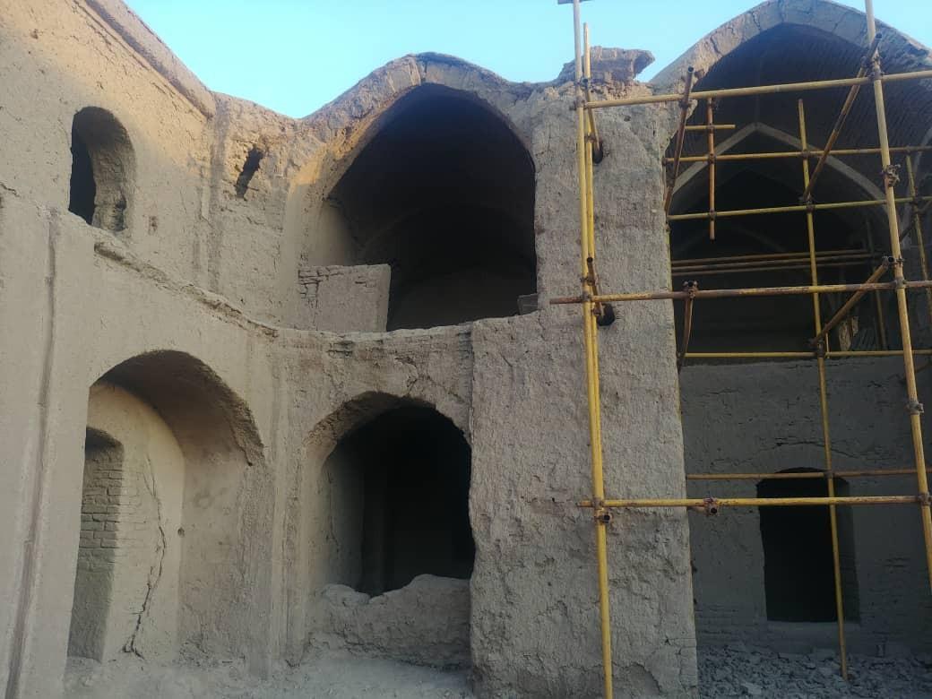 تخریب دیوارهای ارگ بم با لودر صحت ندارد + تصاویر