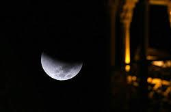 پدیده خسوف را امشب تماشا کنید/ خواندن نماز آیات واجب است