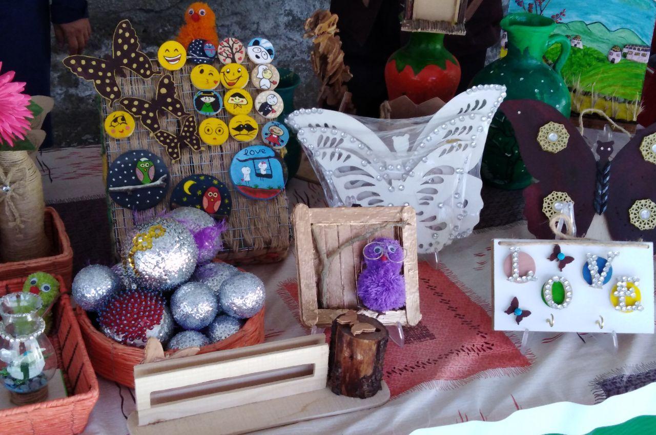 برپایی نمایشگاه هنرهای دستی مددجویان بهزیستی در فریمان