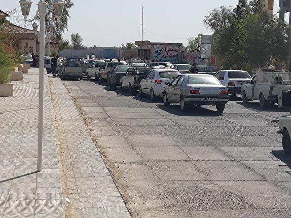 باشگاه خبرنگاران - قاچاقچیان سوخت از سیستان و بلوچستان به ریگان آمده اند/ صفهای طولانی بنزین برای شهری کوچک