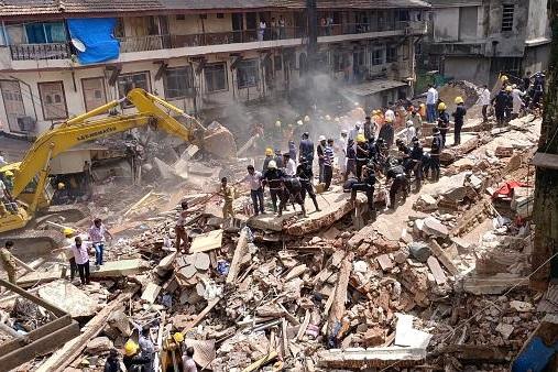 افزایش تلفات حادثه فروریختن ساختمان تجاری در بمبئی هند