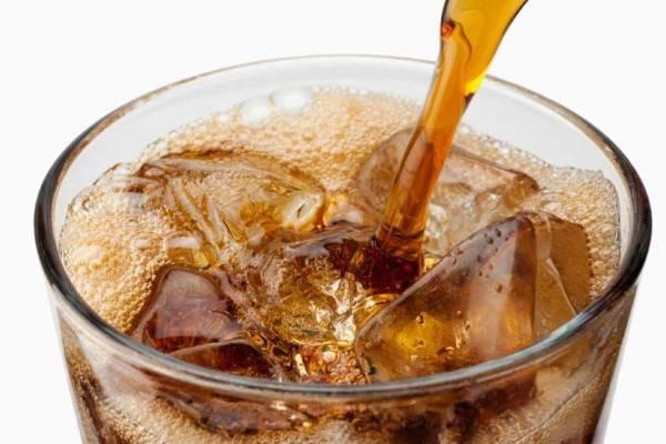 نوشیدن روزانه یک لیوان نوشابه خطر ابتلا به سرطان را افزایش می دهد