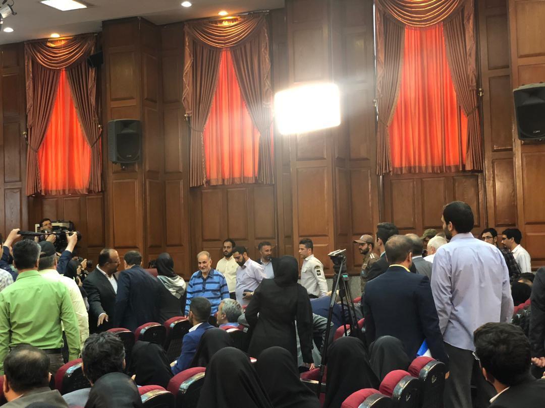 ماجرای عزل وکیل نجفی و صحبتهای در گوشی وکلا/ پسر میترا استاد در دادگاه حاضر شد + فیلم و تصاویر