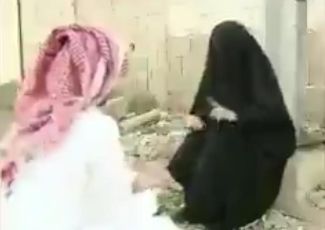 زنی که در کشوری ثروتمند(به خاطر فقر حاضر به خوردن گوشت خر است) فریاد نداری و فقر سرداده است +فیلم