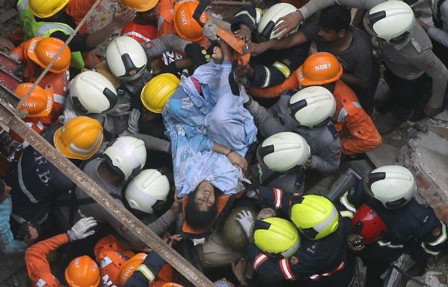 تصاویر روز: از نجات قربانیان حادثه فرو ریختن ساختمان در بمبئی تا انتخاب رئیس جدید کمیسیون اروپا
