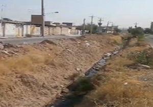 وضعیت نامناسب فاضلاب مجاورت منطقه مسکونی در شوشتر + فیلم