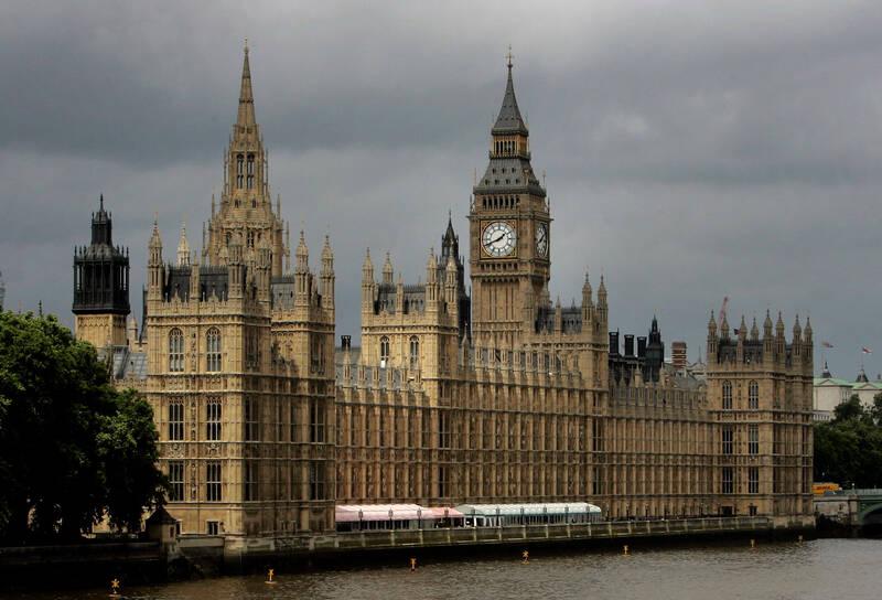 خانه نمایندگان یا خانه فحشا؟ / برای پیشرفت در پارلمان انگلیس باید به نمایندهها خدمات جنسی بدهید!