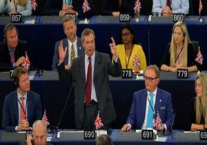رهبر حزب برکسیت انگلیس مکرون را نسخه به روز شده ناپلئون خواند