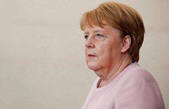 معمای مرکل و رعشههای ناتمام/ لرزش بدن صدراعظم آلمان او را به ترک قدرت وا میدارد؟