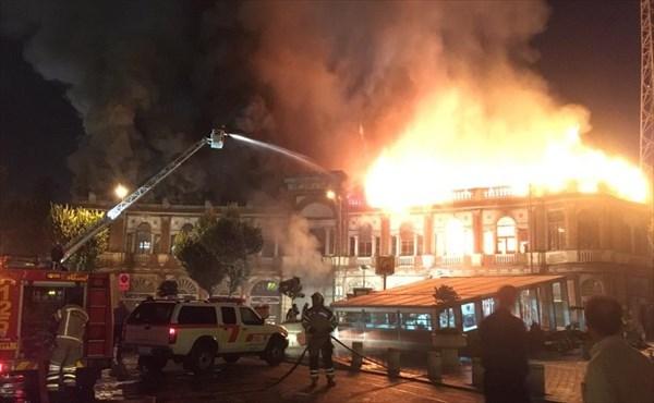 سقف طبقه دوم بنای تاریخی حسن آباد کاملا تخریب شده است
