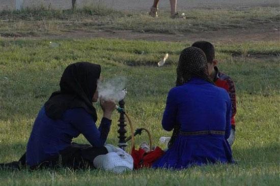 قلیان زنانه شد / دلیل گرایش زنان ایرانی به قلیان چیست؟