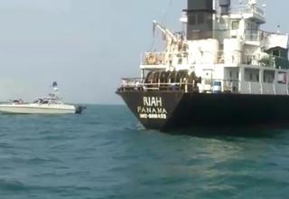 کشتی توقیف شده حامل سوخت قاچاق توسط سپاه + فیلم