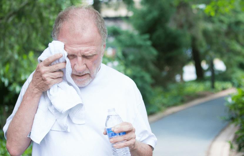 ترفندهایی برای آنکه آتش داغ تابستان بدنتان را گرم نکند+ علائم و روش درمان گرمازدگی