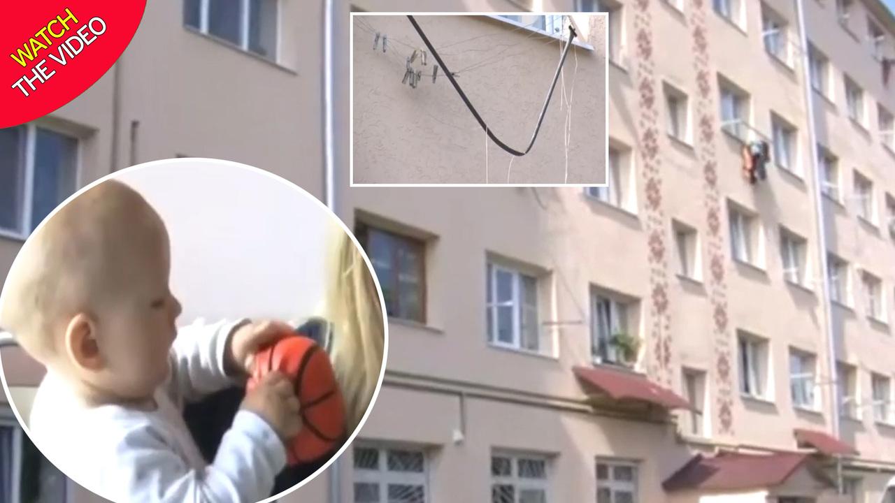 نجات باورنکردنی کودک ۱۱ ماهه پس از سقوط روی بند رخت! + فیلم///شنبه صبح