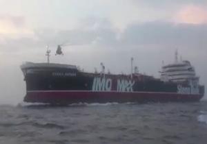 فیلمی از لحظه توقیف نفتکش انگلیسی توسط نیروی دریایی سپاه