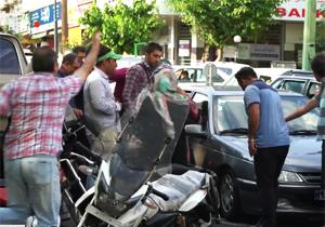 مردمی که در مقابل تخلف نماینده مجلس، غیرتی شدند/ تندترین واکنشها به زیر گرفتن یک کودک دستفروش با خودرو + فیلم