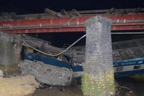 بیش از ۱۰۰ کشته و زخمی در حادثه خروج قطار از ریل در بنگلادش