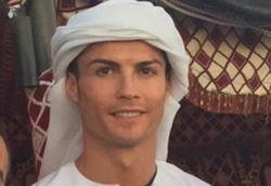 رونالدو به کمک شیوخ امارات شتافت! + تصاویر