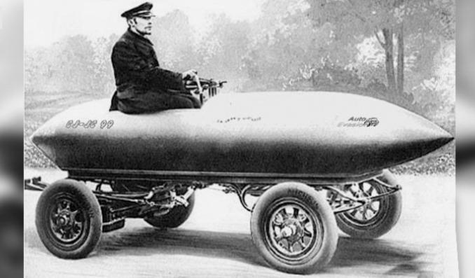 نخستین خودرویی که سرعت بیش از ۱۰۰ کیلومتر را طی کرد