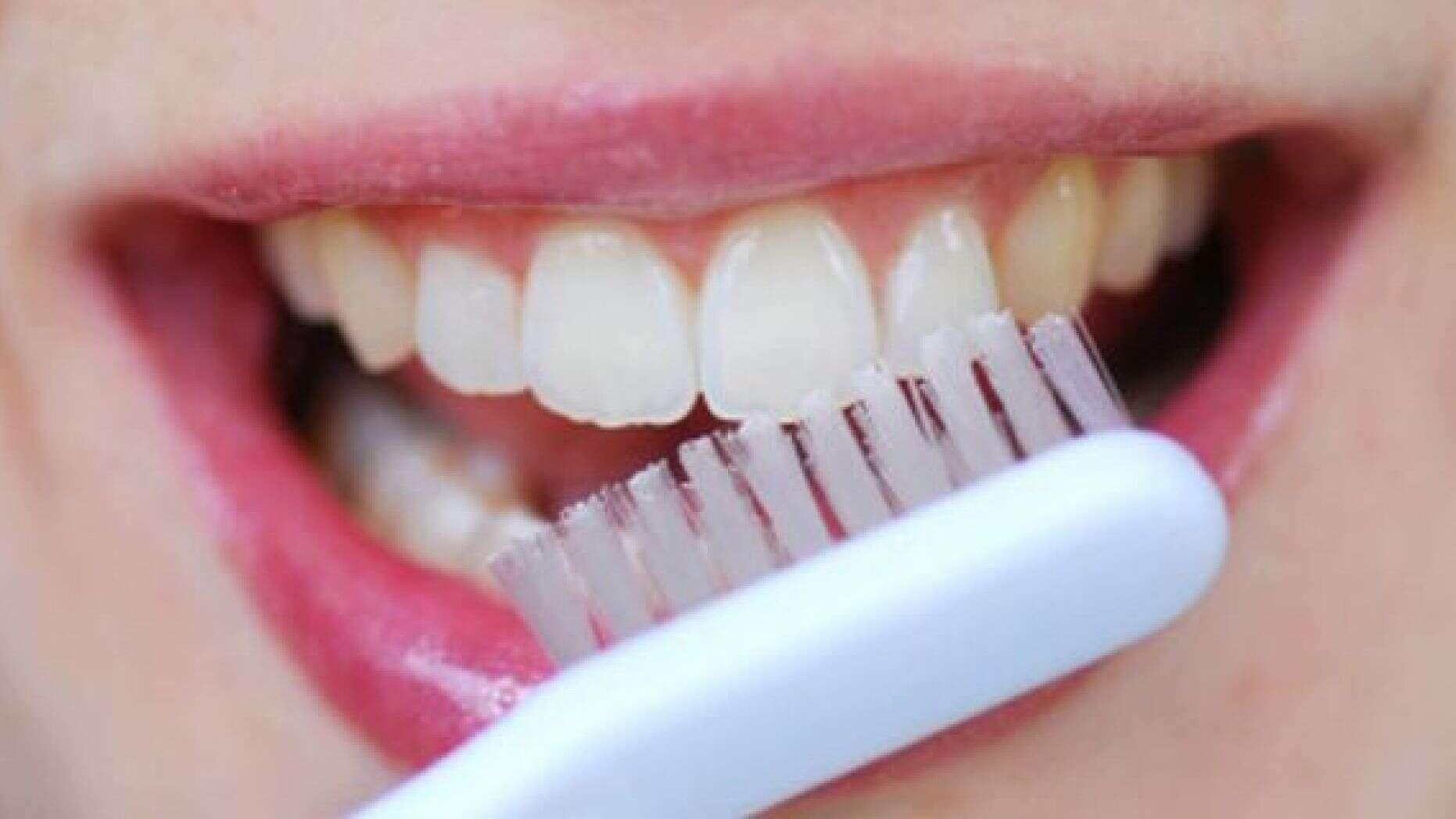 راهکارهای طبیعی برای اینکه دندانهایتان سالم بماند