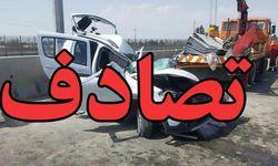 یک کشته در برخورد وانت پیکان با کامیون